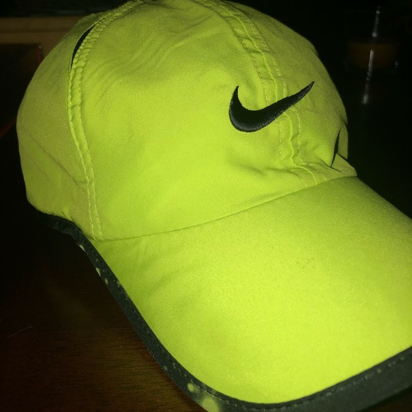 Neon Green Nike Hat. M 5c3f93fdaa571974a329b513 5f2cdc0d40a